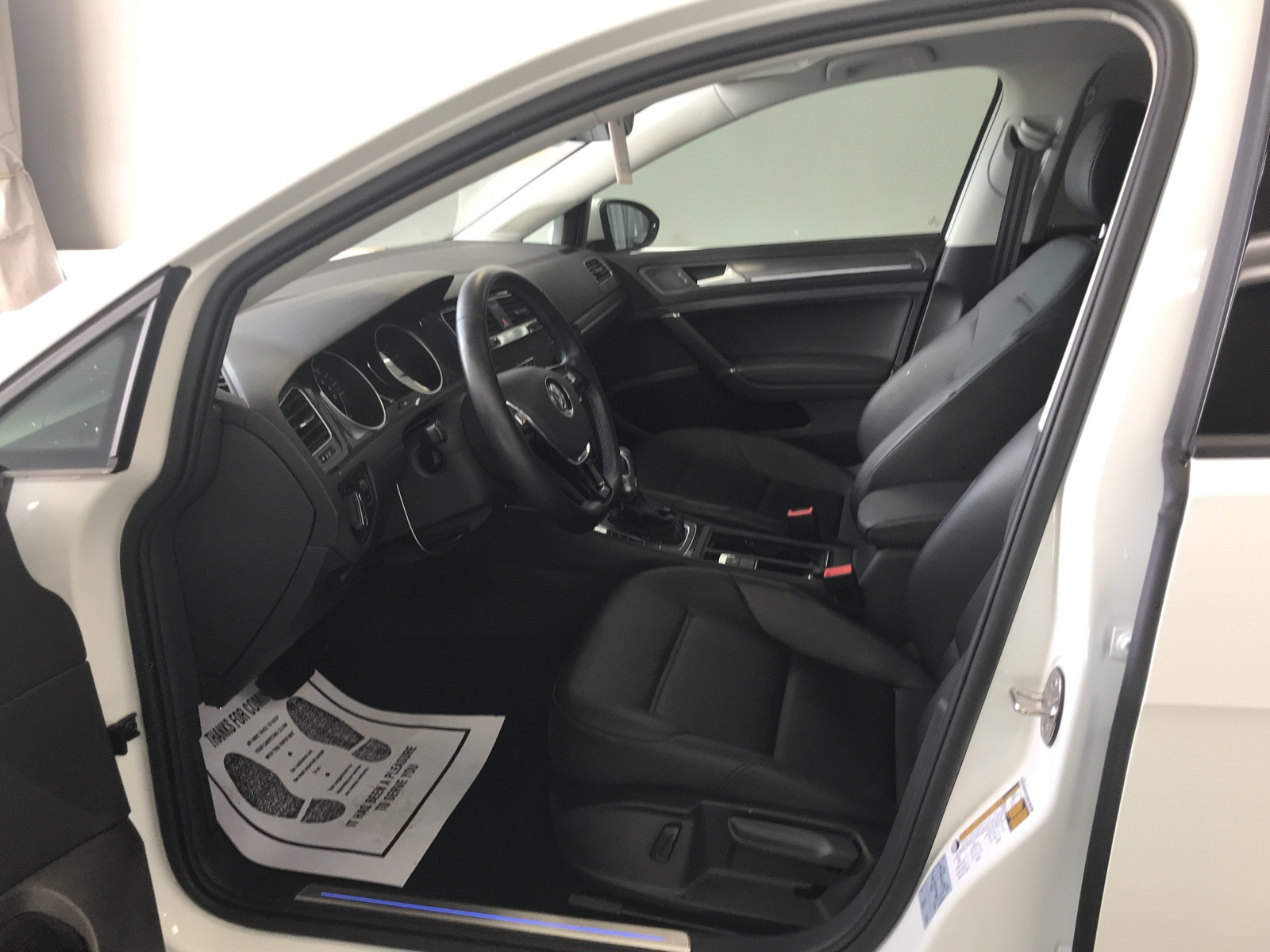 http://autocredit.com.ua/electro-cars/uploads/6/21-02-20/U2zleY_ikRJB34NuQ.jpeg